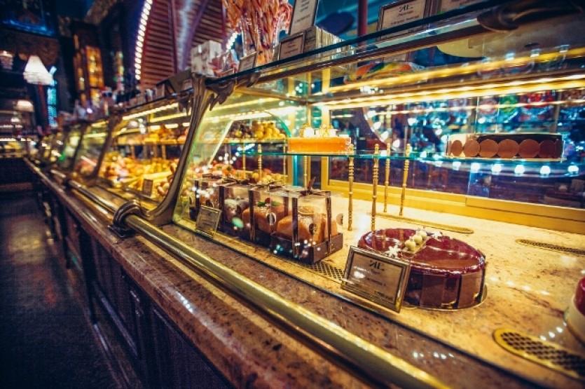 Елисеевский магазин – главная витрина Невского проспекта (+ купеческое чаепитие)