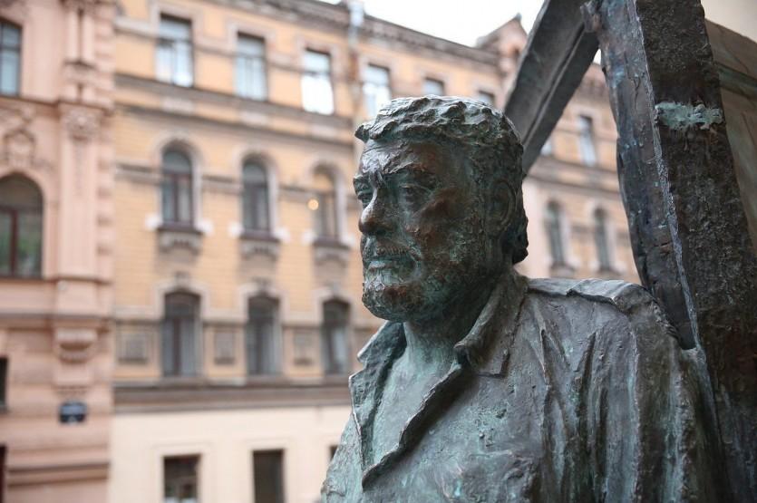 Улица Рубинштейна: от Невского до Пяти углов (с посещением парадных)